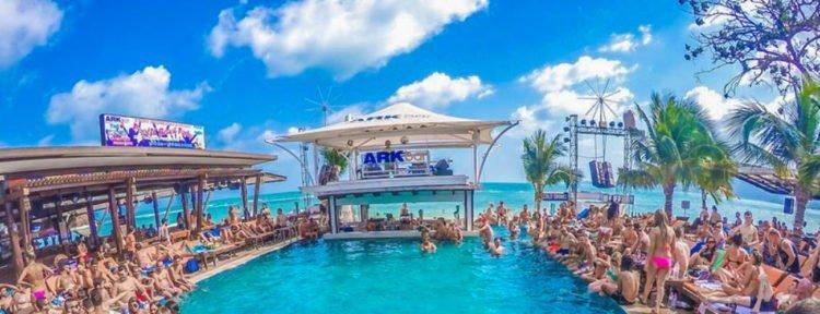 Die Ark Bar und das Ark Beach Resort
